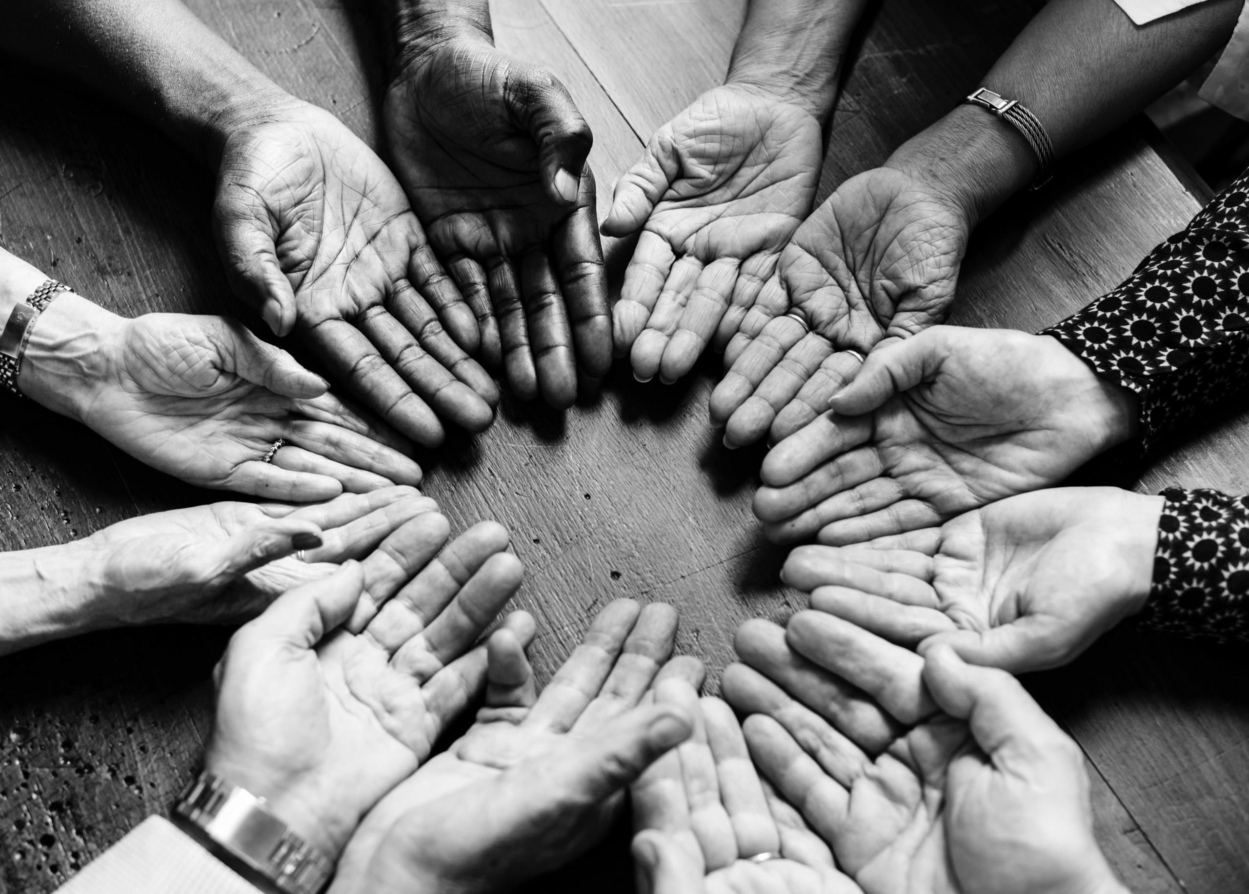 viele Hände
